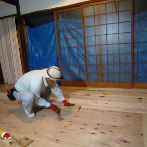 床板の張り付け