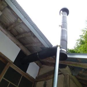 ストーブの煙突を立てる
