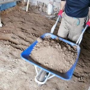 作業部屋の地面の掘削