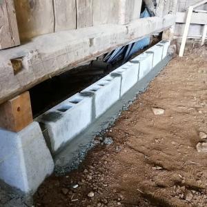 作業部屋のブロック積み