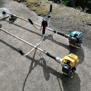 刈り払い機と犬用スロープ