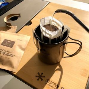 キャンプで手軽に本格コーヒーを飲むには?おすすめドリップバッグを紹介