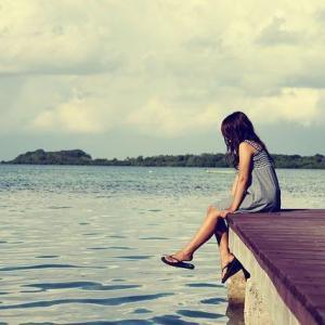 ため息をつくと幸せになる!?実はメリットが多く幸せが逃げるは間違い!