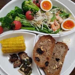サラダ&くるみレーズンパンでお昼ごはん~2021年7月25日(日)