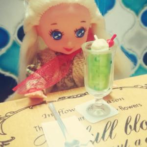 【ミニチュアTODAY・その2】クリームソーダとコーラフロートの食玩。