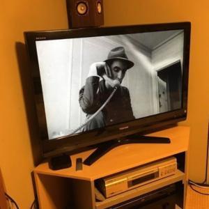 大型液晶テレビに買い替えても⭐部屋のコーナーに設置する方法。☝️地震対策にもなるよ!