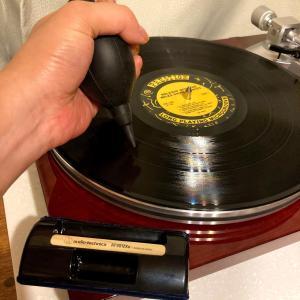 レコード再生の前と後に必ずやるべき!ホコリ取り【2つのアイテム】