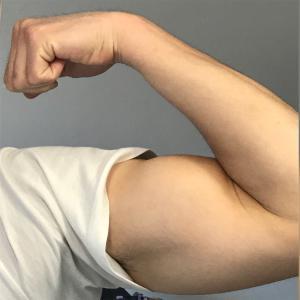 【利き腕と逆の腕】腕の太さが左右で違う原因と改善策!【メニュー追加】