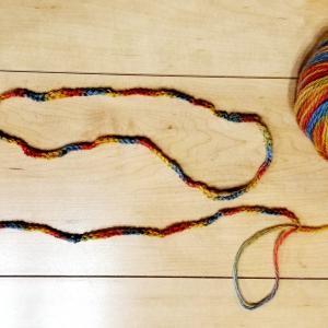 あやとり紐の作り方!指編みで簡単に結び目の目立たないあやとり紐を作ろう!