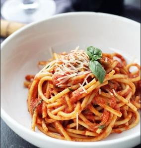 メグレ警視の食卓「スパゲッティとキァンティ・ワイン」