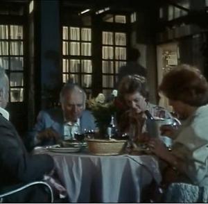 (こだわりの酒)食後のカルヴァドスと女たちのひそひそ話
