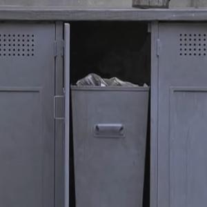 (フランス語警察用語)ゴミ箱をあさる
