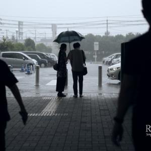 街角スケッチ「にわか雨」