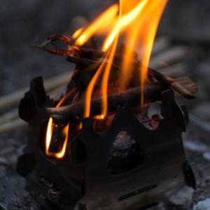 ソロ焚火 ソト(SOTO) ミニ焚き火台 テトラ