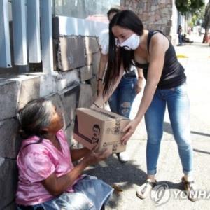 メキシコの麻薬王の娘、父親の顔が描かれた新型コロナ救護品を配布=韓国の反応