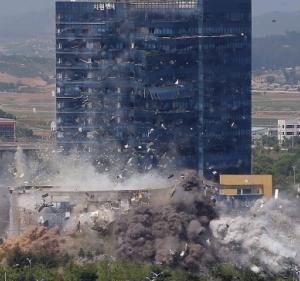 韓国人「爆破の瞬間の高画質写真がコチラ、思ってたよりも吹き飛んでいた…」