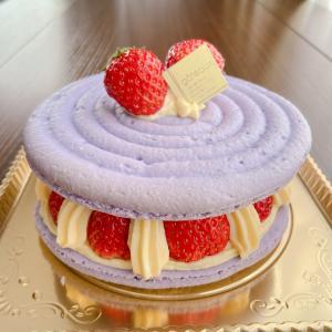 苺たっぷり!マカロンケーキ