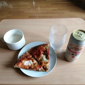 ピザを分け合うCM