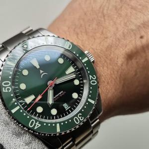 これで6万円台って元取れてるの?500m防水に細やかな拘りAxios Watchesの自動巻きダイバーズウォッチ「Ironclad」