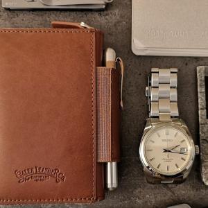小さなケースにEDCをたっぷり収納。Galen Leather Co.のEDC Wallet。