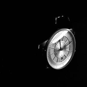 フランスNeucarl Watchesより、ストリームライン・モダン・デザインに手巻き式ムーブメント採用のSept Mai