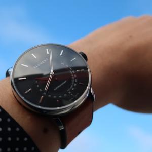 環境x運動x腕時計 進化したスイスのハイブリッドスマートウォッチ「スーパーチャージャー2.1プレミアムHR 」