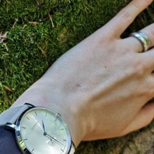 ヒュッゲなひとときに手首を飾る、デンマークの腕時計LLARSENレビュー