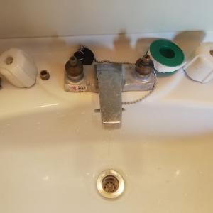 洗面台水道ユニットの補修。