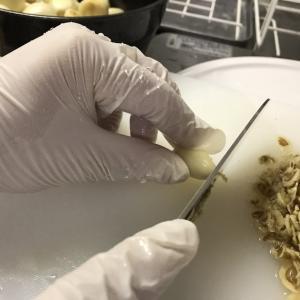 にんにくの皮むき後の処理
