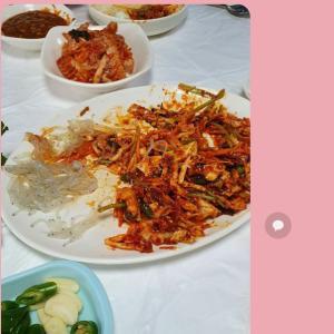 韓国義母「生シラウオのお刺身食べる?」と野草をナムルに!