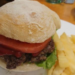 息子が初めてバンズから作ったハンバーガー