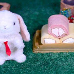 【紅白ミニもち食感ロール 3本入り】ローソン 12月26日(木)新発売、コンビニ スイーツ 食べてみた!【感想】