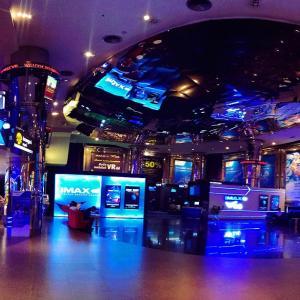 全員起立?タイの映画館事情!日本の1/5の料金で、贅沢体験ができる映画館はタイだけ!