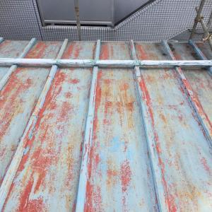 雨漏り修繕その①〜屋根に登って点検します