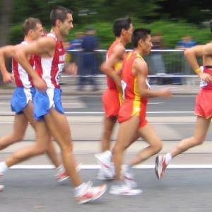 競歩選手は普段の歩きも速い?
