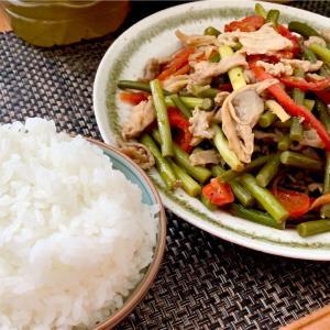 ウーバー実家飯!ニンニクの芽と豚肉炒め定食〜大宮おすすめランチ〜