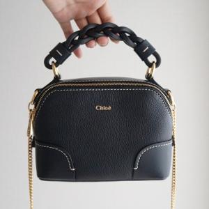 アラサーOLのミニバッグの中身。コスメやハンカチ、お財布など