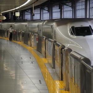 JR五日市線「武蔵引田駅」周辺と下り列車