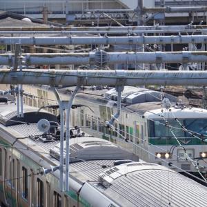 山手線の1個外「南新宿」2番線(「参宮橋」寄り)を進出する電車の後方