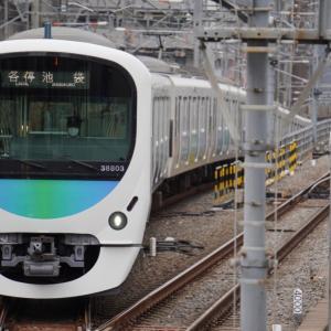 「南新宿駅」(対岸)を走り去り「参宮橋駅」(此岸)に滑り込む小田急線