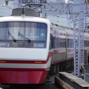 京王新線「初台駅」1番線を走り去る電車・軌間・駅一覧