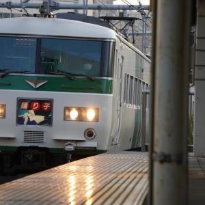 JR五日市線の多摩川橋梁(あきる野市側)と東秋留駅