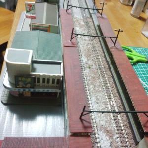 【ジオコレ 複線化対応ホームセット】 駅A側に着手