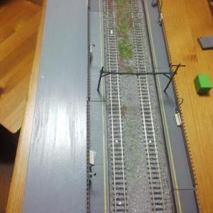 【ジオコレ 複線化対応ホームセット】 駅B側に着手