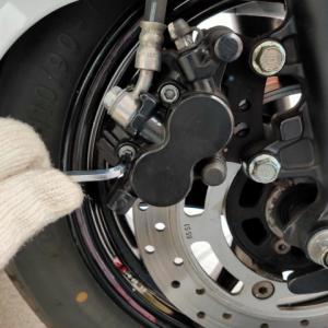 バーグマン200 フロントディスクブレーキを開ける