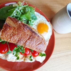 【カフェ風ごはん】バゲットで作るチキンサンドイッチレシピ