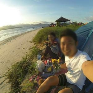 カウチサーフィンで知り合った女性とインドネシアの無人島を旅した話