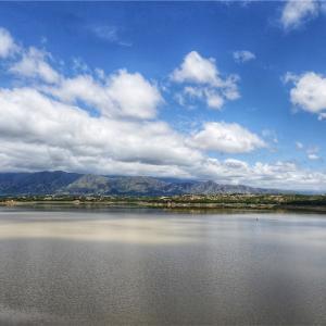 湖と滝 Lago San Jacinto y Cascada Coimata