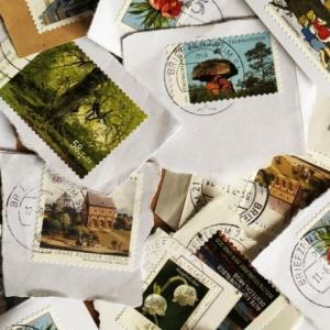 クリスマスの限定切手とクロスステッチ
