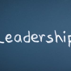 リーダーシップとマネジメントの違いを学問的な視点から解説